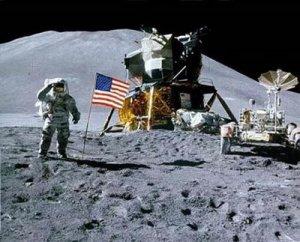 luna-astronauta-astrored